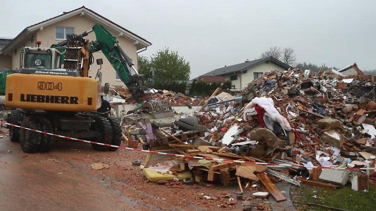 Die Trümmer eines explodierten Wohnhauses liegen in einem Neubaugebiet in Rettenbach.Foto:Karl-JosefHildenbrand