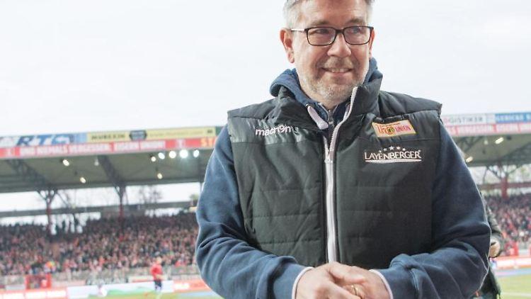 Union-Trainer Urs Fischer vor dem Spiel. Foto:Jörg Carstensen/Archivbild