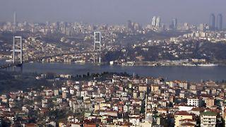 Die Fatih-Sultan-Mehmet-Brücke, die zweite Bosporusbrücke, die 1988 eingeweiht wurde.