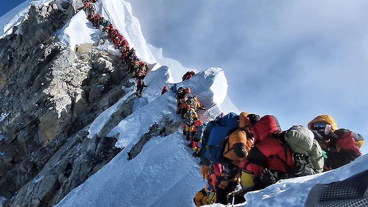 Zwei weitere Bergsteiger kommen im Todesstau um