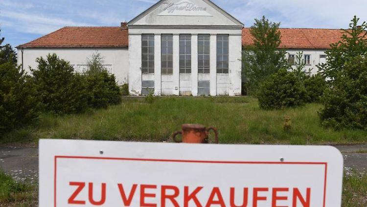 Ein denkmalgeschütztes Kulturhaus aus der Stalin-Zeit in Ort Murchin vor der Insel Usedom. Foto: Stefan Sauer