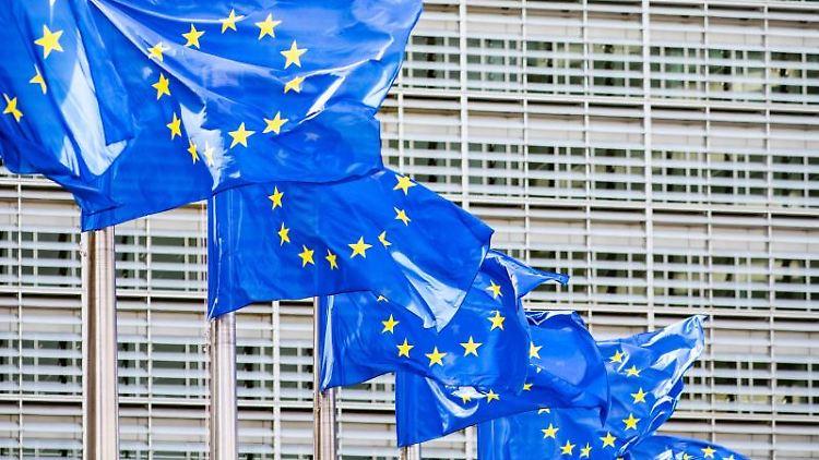 Europaflaggen vor dem Sitz der Europäischen Kommission. Foto: Marcel Kusch