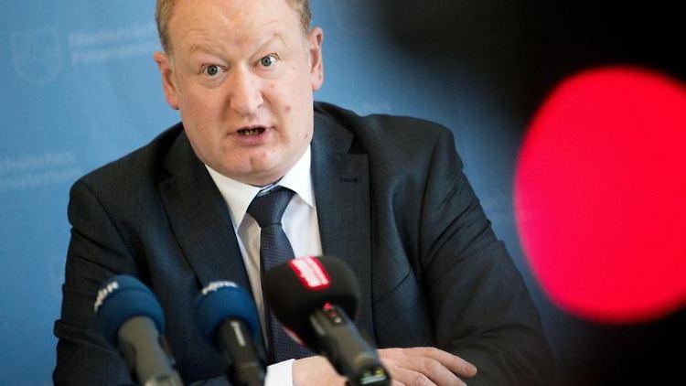 Reinhold Hilbers (CDU). Foto: Julian Stratenschulte/Archivbild