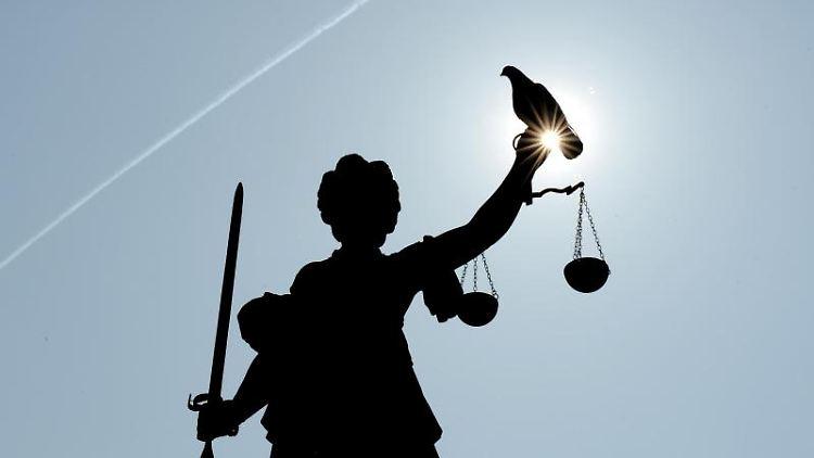 Eine Statue der Justitia. Foto: Arne Dedert/Archiv