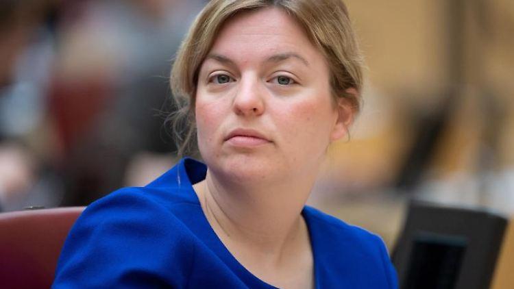 Katharina Schulze, Fraktionsvorsitzende der Fraktion Bündnis 90/Die Grünen, nimmt im bayerischen Landtag an einer Plenarsitzung teil. Foto: Sven Hoppe/Archiv