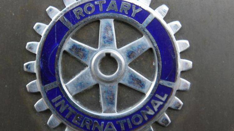 Das Logo der Wohltätigkeitsorganisation Rotary International. Foto: Patrick Seeger/Archiv
