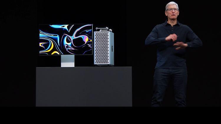WWDC-Tim-Cook-Mac-Pro.jpg