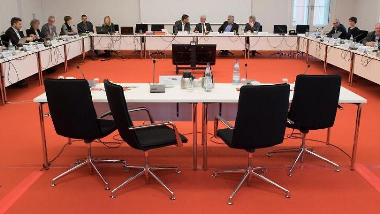 Abgeordnete des NSU-Untersuchungsausschusses im Brandenburger Landtag. Foto: Ralf Hirschberger/Archivbild