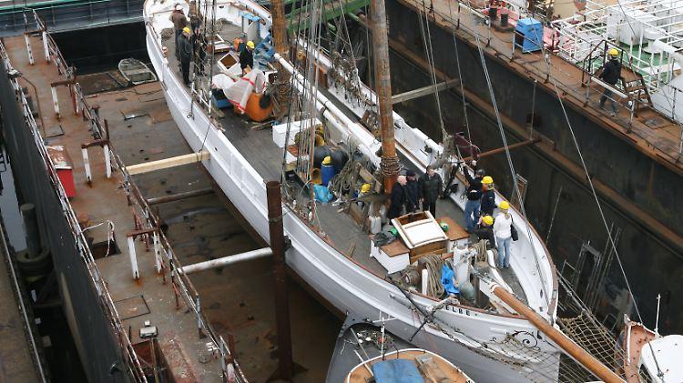 Kollision mit Containerschiff: Historischer Segler auf der