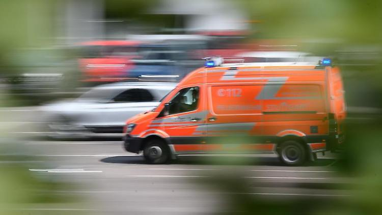 Ein Rettungswagen im Einsatz. Foto: Sebastian Gollnow/Archiv