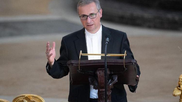 Stefan Heße, Erzbischof von Hamburg, spricht während im Michel. Foto: Daniel Reinhardt/Archivbild