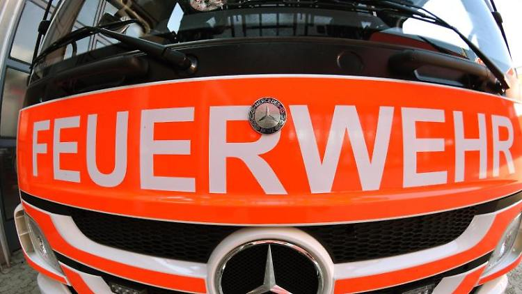 Frontansicht eines Mercedes-Löschfahrzeugs. Foto: Patrick Seeger/Archiv