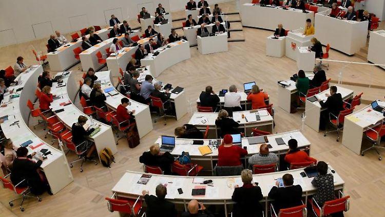 Eine Sitzung des Brandenburger Landtags. Foto:Bernd Settnik/Archivbild