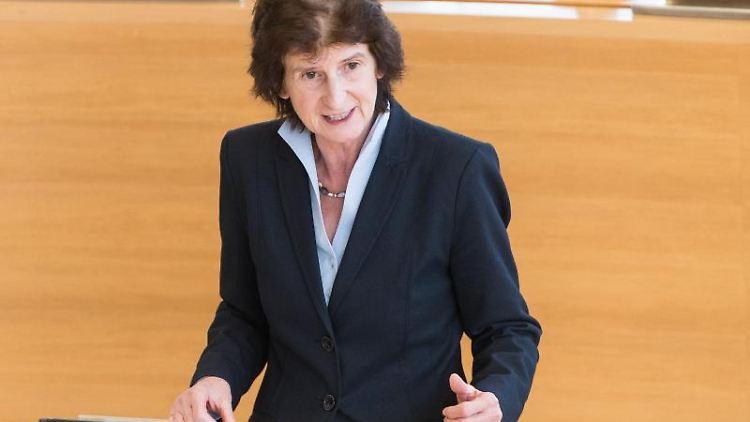 Eva-Maria Stange (SPD), Sachsens Wissenschaftsministerin, bei einer Rede imLandtag. Foto:Monika Skolimowska/Archivbild
