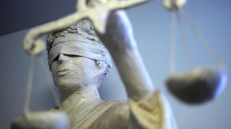Die Statue Justizia. Foto: Peter Steffen/Archivbild