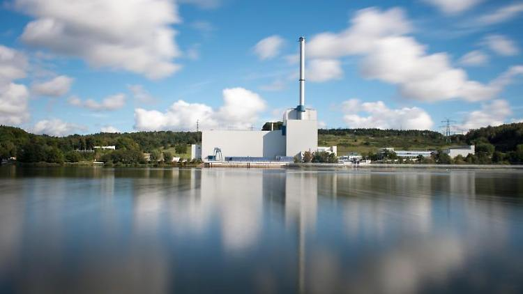 Das Kernkraftwerk Krümmel an der Elbe. Foto: Daniel Reinhardt/Archivbild