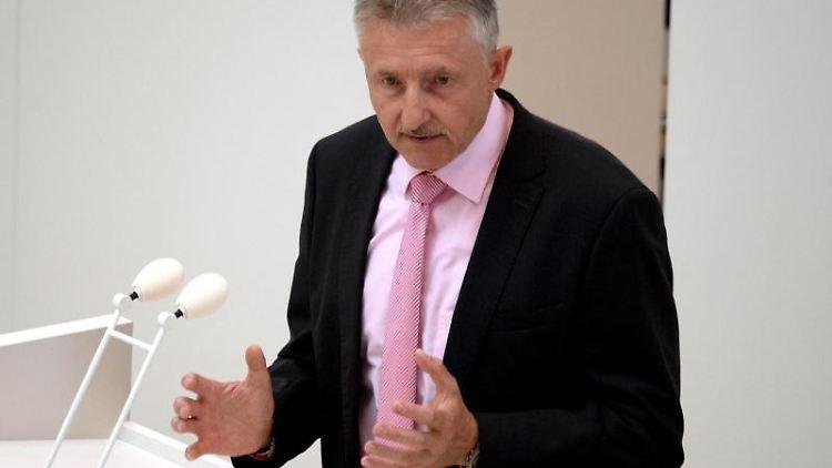 Brandenburgs Innenminister Karl-Heinz Schröter. Foto: Ralf Hirschberger/Archivbild