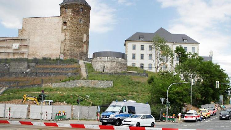 Die Polizei sperrt nach dem Fund einer Weltkriegsbombe einen Bereich im Stadtzentrum. Foto: Ellen Liebner