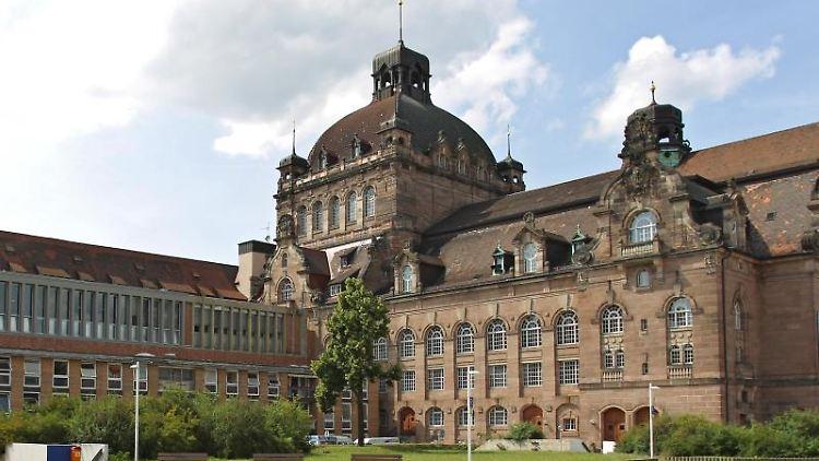 Außenansicht des Staatstheaters in Nürnberg. Foto: Daniel Karmann/Archiv