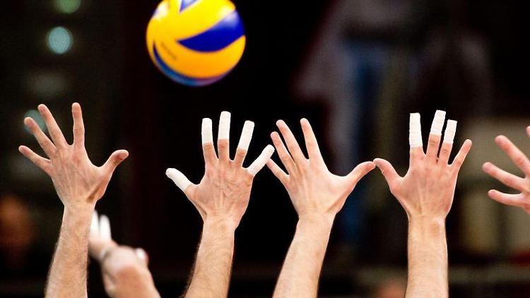 Die Volleyball-Spieler inAktion. Foto\ Sebastian Kahnert/Archivbild Foto: Sebastian Kahnert