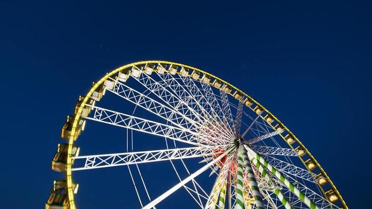 Das Riesenrad steht auf der Rheinkirmes Düsseldorf. Foto:Jana Bauch/Archivbild