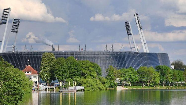 Wolken ziehen über das Weserstadion. Foto: Carmen Jaspersen/Archivbild
