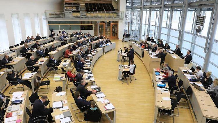 Blick in den Plenarsaal des Landtags von Sachsen-Anhalt. Foto: Peter Gercke/Archiv