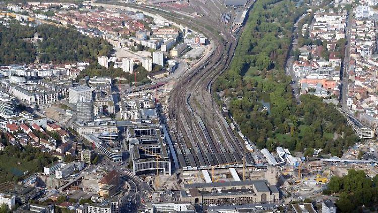 Die Baustelle des milliardenschweren Bauprojekts Stuttgart 21, aufgenommen aus der Luft (Flugzeug). Foto: Bernd Weissbrod/Archivbild