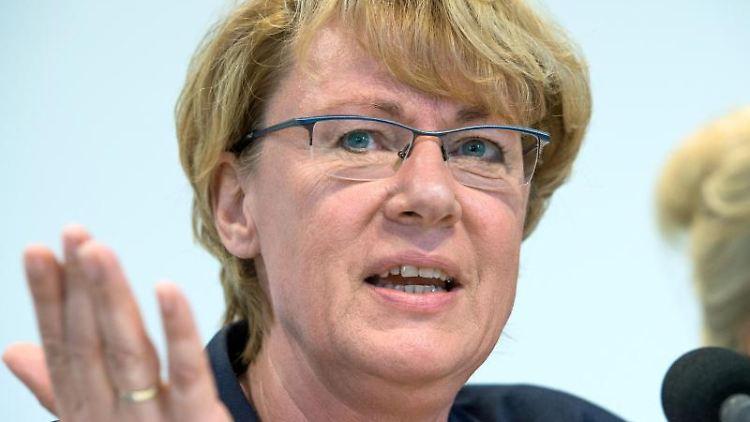 Barbara Otte-Kinast (CDU), Landwirtschaftsministerin in Niedersachsen, spricht bei einer Pressekonferenz. Foto: Christophe Gateau/Archiv