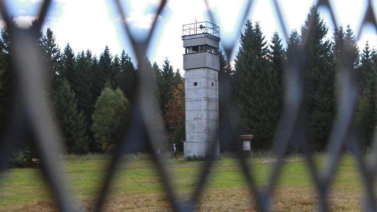 Blick auf original erhaltene Grenzanlagen an der ehemaligen innerdeutschen Grenze bei Sorge. Foto: Matthias Bein/Archiv