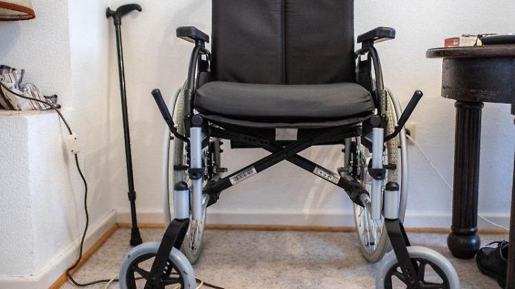 Ein Rollstuhl. Foto: Marcel Kusch/Archivbild