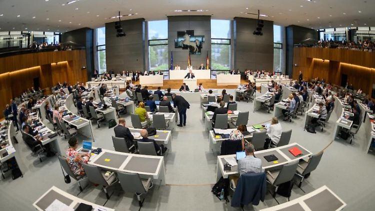 Eine Sitzung im Landtag von Niedersachsen. Foto: Christophe Gateau/Archivbild