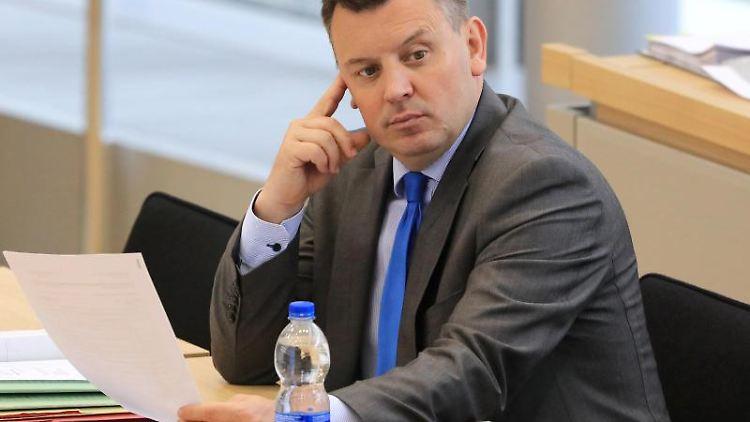 Sachsen-Anhalts Finanzminister Andre Schröder. Foto: Peter Gercke/Archivbild