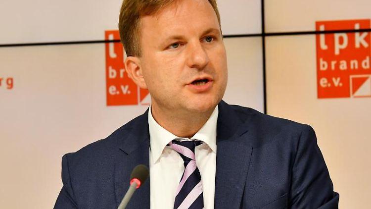 Brandenburgs CDU Generalsekretär Steeven Bretz lehnt jede Zusammenarbeit mit der AfDdeutlich ab. Foto: Bernd Settnik/dpa/Archiv