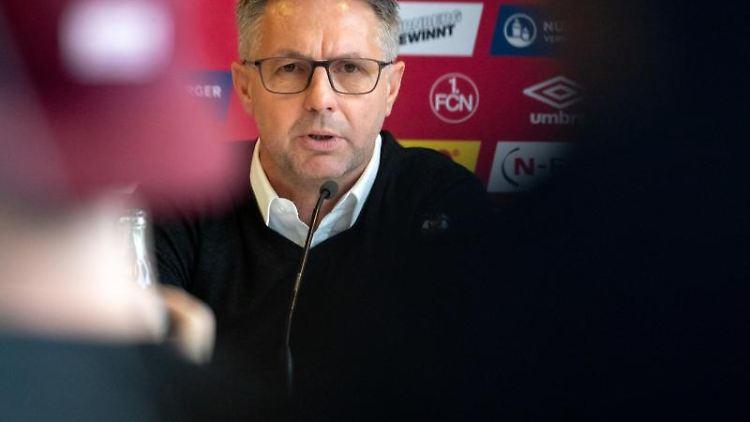 Der neue Trainer des 1. FC Nürnberg, Damir Canadi, spricht während einer Pressekonferenz. Foto: Daniel Karmann/Archivbild