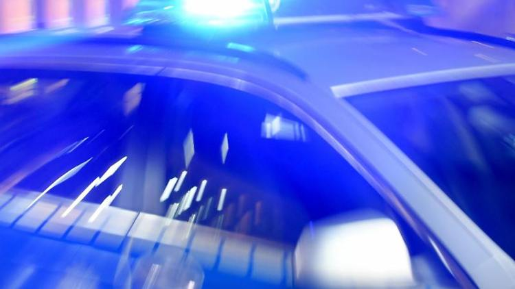 Polizeieinsatz: Fahrradfahrer in Leipzig mit Messer angegriffen. Foto: Carsten Rehder/Archivbild