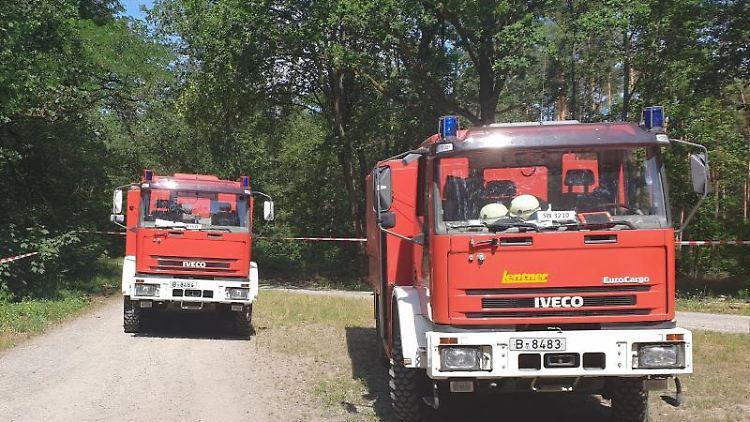Trotz Hitze: Feuerwehr muss volle Arbeitskleidung tragen. Foto: Julian Stähle