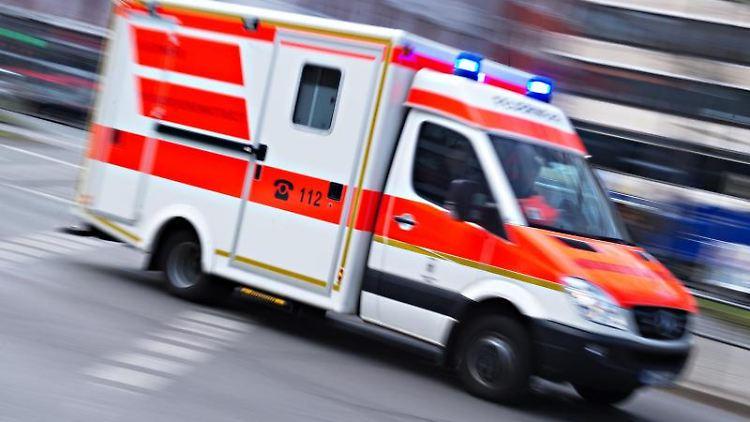 18-jähriger Fußgänger angefahren und schwer verletzt. Foto: Nicolas Armer/Archivbild