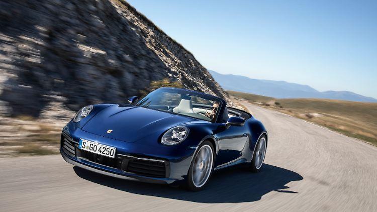 Porsche_911_Cabriolet_MY_2019_1.jpg