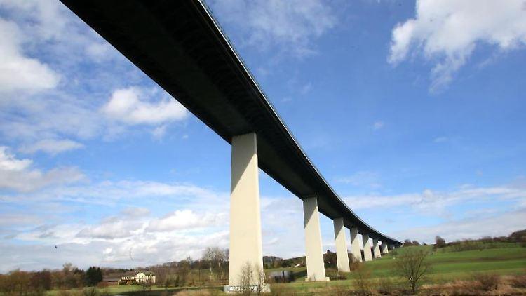 Die Ruhrtalbrücke. Foto: Roland Weihrauch/Archivbild