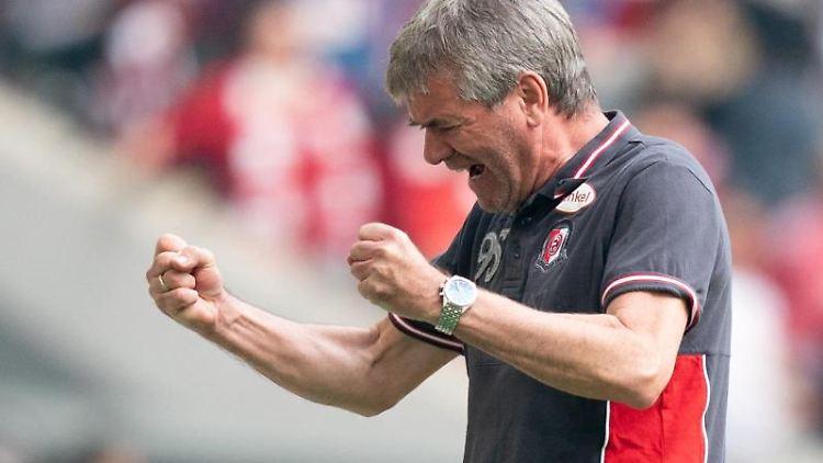Fortuna-Trainer Friedhelm Funkel. Foto: Bernd Thissen/Archivbild