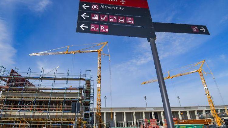 Neue Gebäude werden am Nord-Pier des Hauptstadtflughafens Berlin Brandenburg Willy Brandt (BER) gebaut. Foto:Patrick Pleul