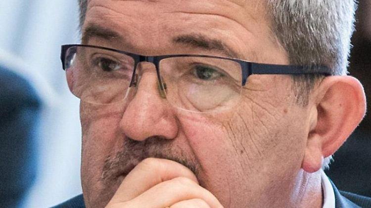 Lorenz Caffier (CDU), der Innenminister von Mecklenburg-Vorpommern. Foto: Jens Büttner/Archivbild