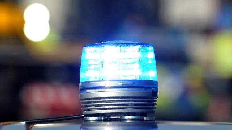 Das Blaulicht eines Streifenwagens der Polizei. Foto: Stefan Puchner/Archivbild