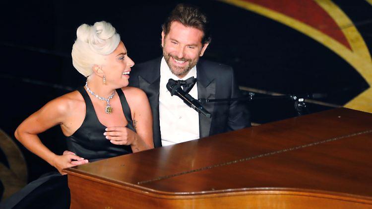 Neue Liebesgeruchte Aus New York Lady Gaga Zieht Wohl Bei Bradley
