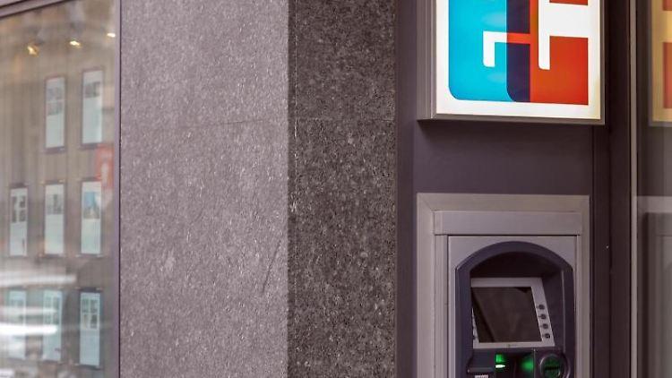 Ein EC-Geldautomat mit dem Schriftzug