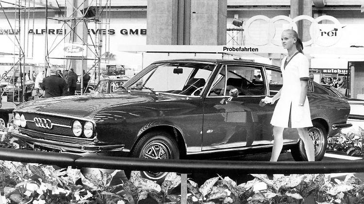02Audi100CoupeSWeltpremiereAufDerIAAFrankfurt1969QuelleUnternehmensarchivDerAudiAG.jpg