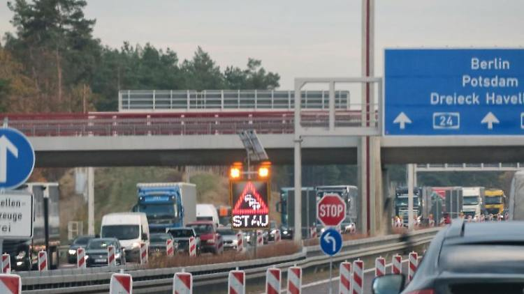 Baustelle auf der A24.Foto: Soeren Stache/Archivbild