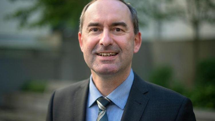 Hubert Aiwanger (Freie Wähler) stellvertretender Ministerpräsident und Staatsminister für Wirtschaft in Bayern. Foto: Sina Schuldt/Archivbild
