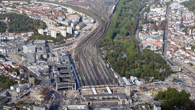 Die Baustelle Stuttgart 21, aufgenommen aus der Luft. Foto: Bernd Weissbrod/Archivbild